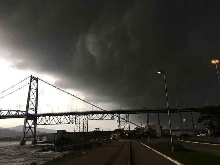 Ciclone bomba e passagem de tempestades provocam ao menos 3 mortes em SC