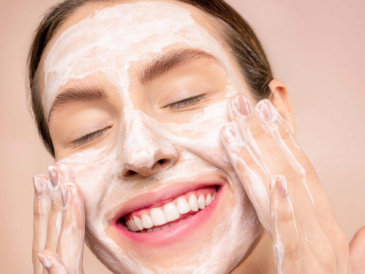 A mistura Bepantol + Hipoglós melhora a pele? Especialistas dizem se essa e outras receitas caseiras dão certo