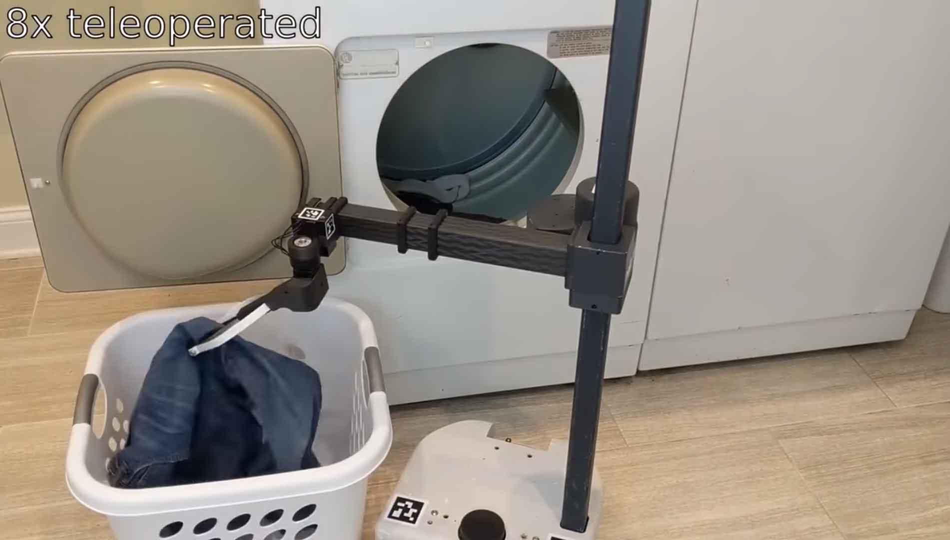 Ex-diretor de robótica da Google desenvolve robô que se encarrega de tarefas domésticas