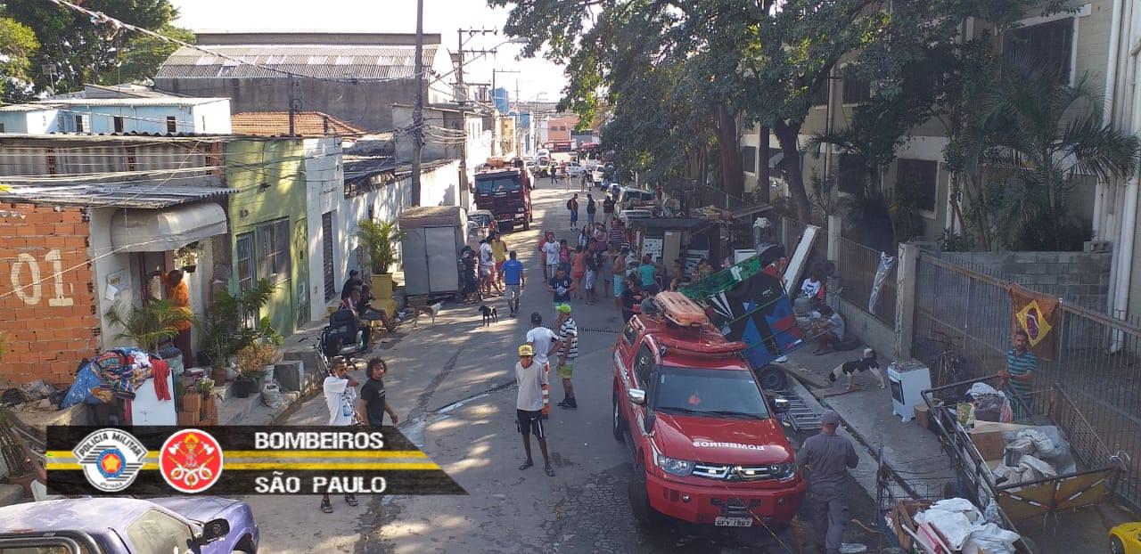 Incêndio de grandes proporções atinge comunidade na zona norte de São Paulo. Foto: Twitter do Corpo de Bombeiros