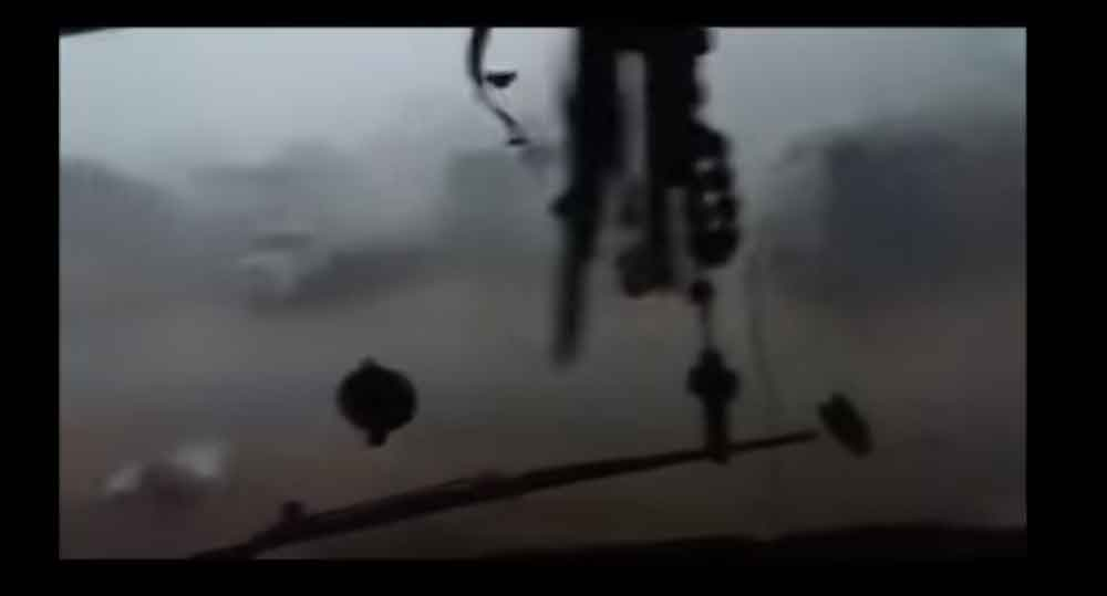 Motorista reza enquanto caminhão tomba ao ser atingido por tornado em Santa Catarina; Vídeo. Foto: Youtube