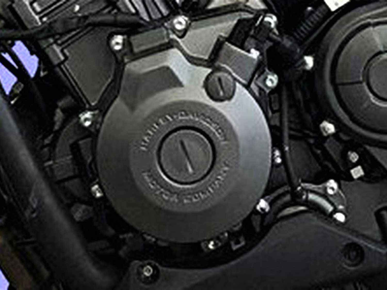 """Na foto lateral esquerda do modelo QJ350, podemos ver gravado na tampa do motor a frase """"Harley-Davidson Motor Company"""". Foto: Divulgação"""