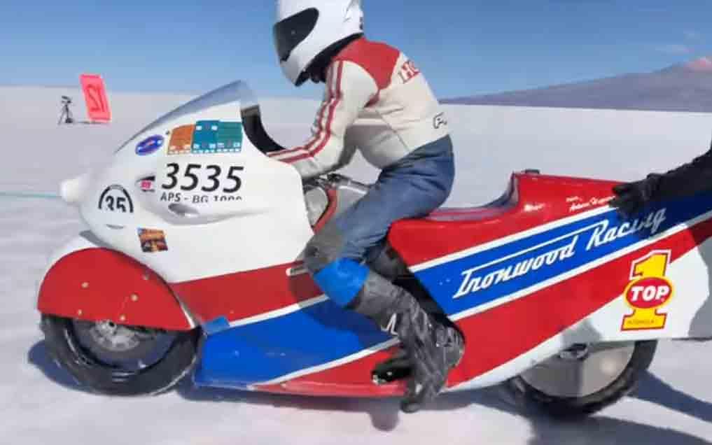 Americano de 69 anos morre após queda de moto a 405km/h em Bonneville . Foto: reprodução Youtube