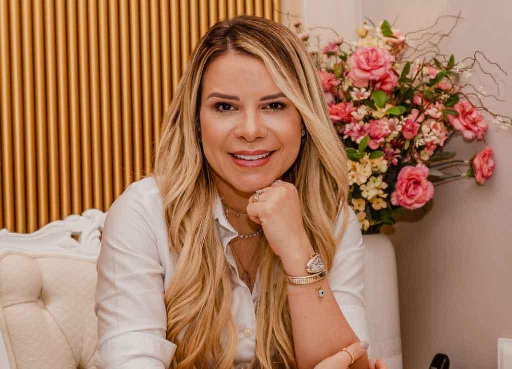 A doutora das celebridades! Zé Cantor se rende ao processo harmonização facial de Michele França. Foto: Divulgação