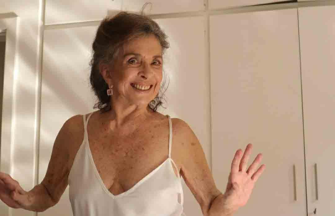 Betty Faria publica vídeo na cozinha aonde dança e rebola . Foto: Instagram