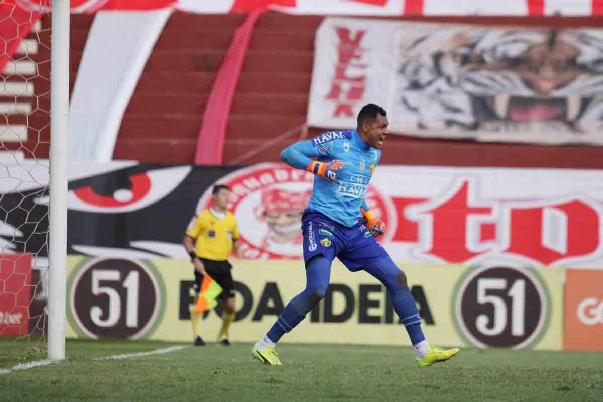 Série C: Brusque bate Vila Nova em Goiânia e chega ao topo do Grupo C. Foto: Reprodução Twitter / Lucas Gabriel Cardoso/Brusque FC