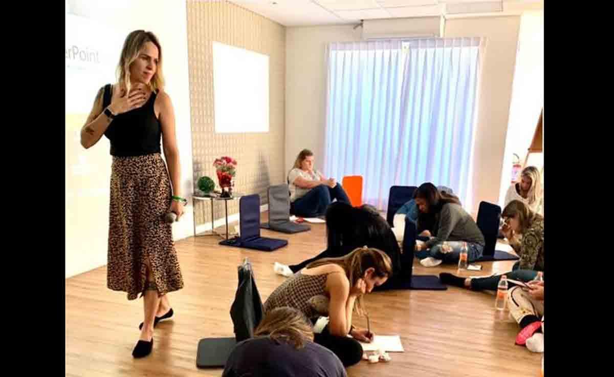 Conheça a psicóloga Brisa Dantas, especialista em relacionamentos, que está fazendo a diferença na vida de milhares de mulheres. Foto: Divulgação