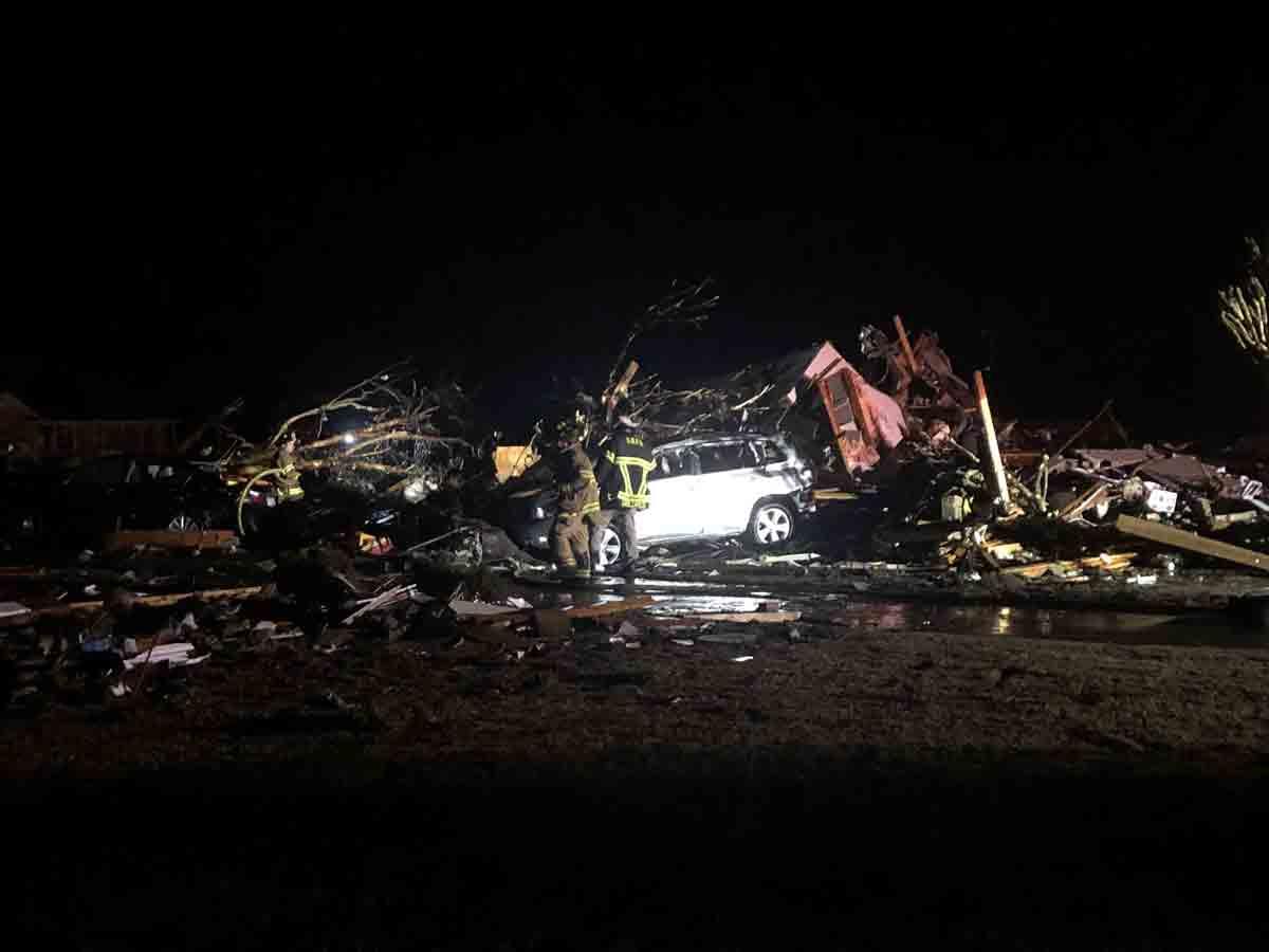 Tornado destrói casas e mata pelo três pessoas nessa madrugada. Foto: Reprodução Twitter