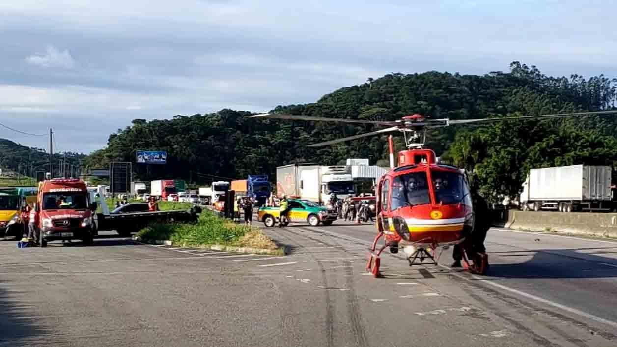 Morre mulher que estava em moto arrastada por carreta na BR101. Foto: Reprodução Yputube