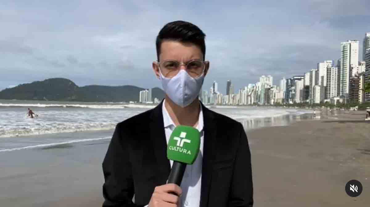 Vídeo: Repórter se desespera após onda parar gravação na praia. Foto: Reprodução Instagram