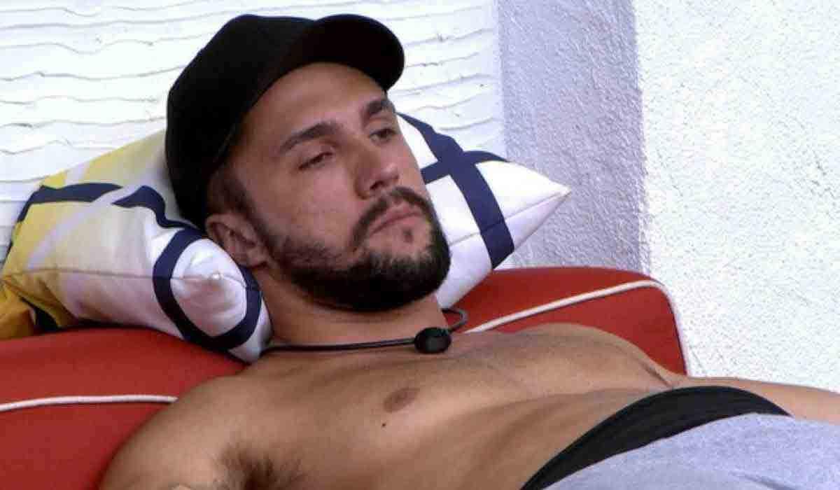 BBB 21: Arthur se arrepende de atitude na briga com Fiuk: 'acho feio isso' (Foto: Reprodução/Globo)