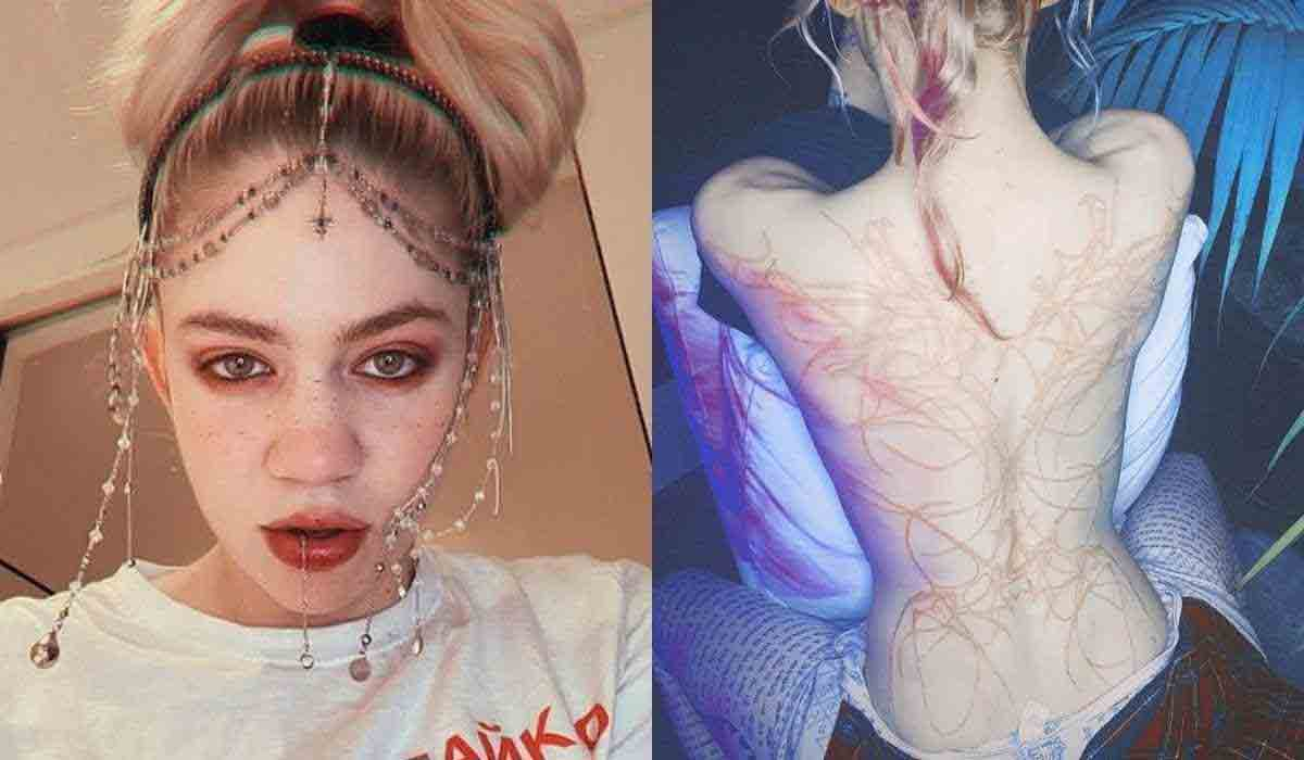 Grimes exibe tattoo com tinta branca nas costas: 'cicatrizes alienígenas' (Fotos: Reprodução/Instagram)