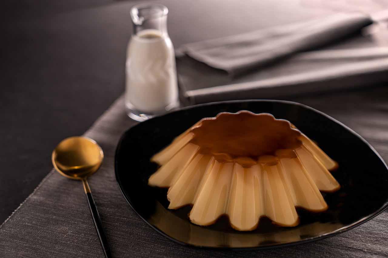 Receita fácil pudim de amendoim com calda de chocolate. Foto: Pixabay
