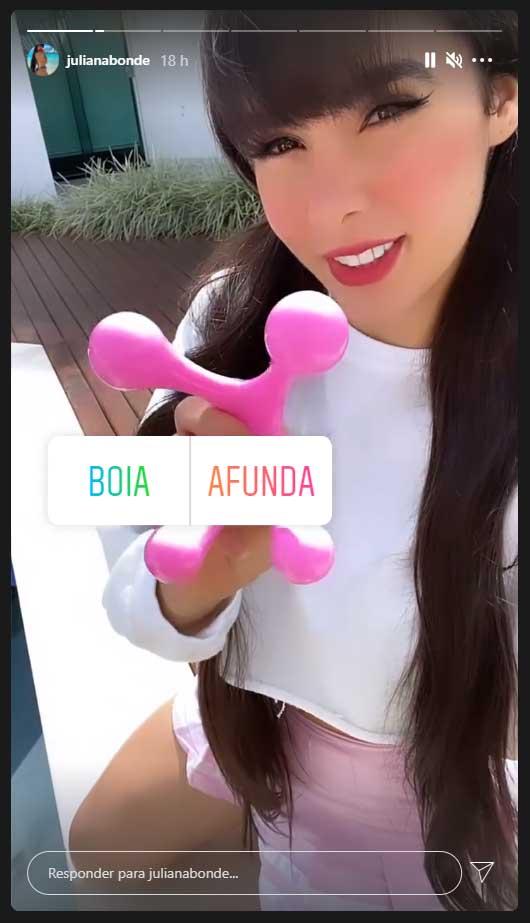 Juliana Caetano brinca com calcinha fio dental na piscina. Foto: Reprodução Instagram