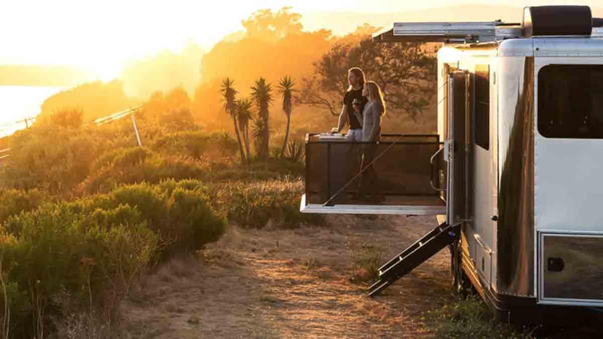 Trailer e motorhome viram experiências de luxo com preços até R$ 2 milhões . Imagens: Divulgação/Living Vehicle