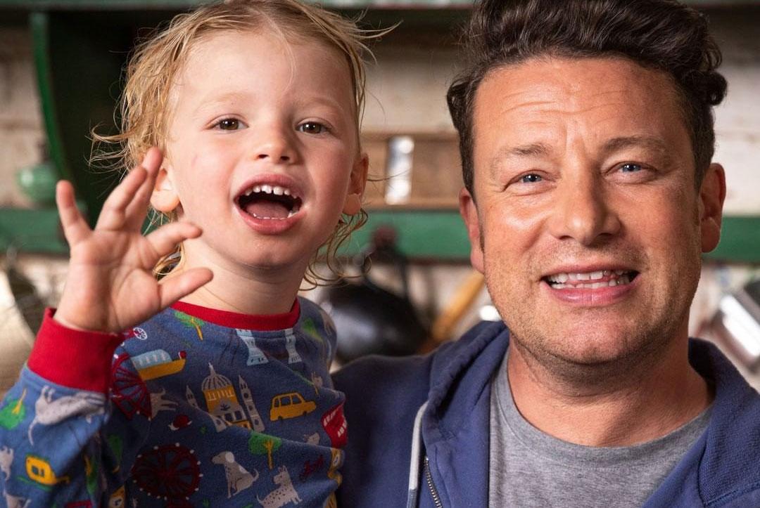 Jamie Oliver recupera por conta própria trator roubado. Foto: Reprodução Instagram