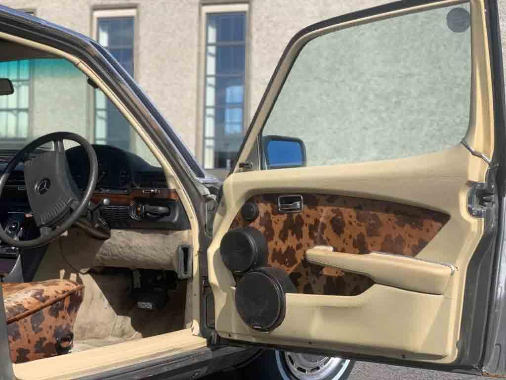Mercedes 450 SEL do vocalista do U2 vai a leilão por R$ 106 mil. Fonte: Divulgação